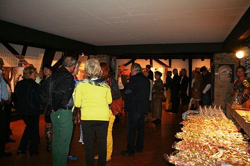 Ausstellung Der Reiz der Frau, Belvedereschlössl Stockerau, Zahlreicher Besuch bei der Eröffnung