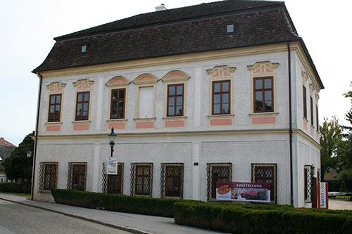 Ausstellung Der Reiz der Frau, Belvedereschlössl Stockerau, Saxophonistin Daniela SaxoLady Krammer