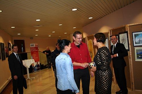 Fr. BM Mag. Mikl-Leitner im Gespräch mit dem Künstler und dem neuen angehenden Copart-Mitglied Jessica Poindl