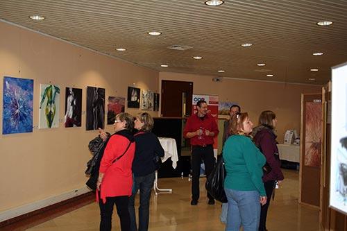 Zahlreicher Besuch und Staunen der Besucher über die malenden Polizisten