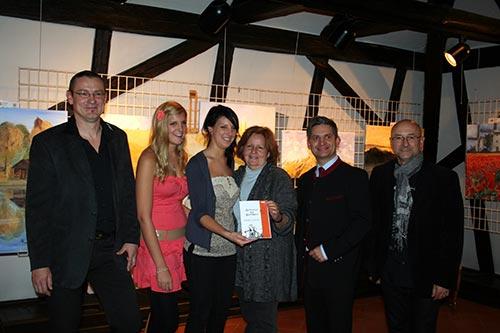 Vlnr. Dieter, Melissa, Jessica Poindl, Doris Wasser, Ing. Maurice Androsch, Ernst Kölpl