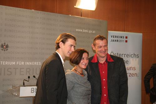 Dieter Thomas Poindl mit der Frau Bundesminister Mag.a. Johanna Mikl-Leitner und Staatssekretär Sebastian Kurz