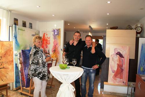 Tag der offenen Ateliers: Dieter Thomas Poindl mit den Kunstliebhabern Karin Ebermann und Hans Hochedlinger