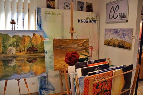 Dieter Poindl - Einige der ausgestellten Werke des Malers