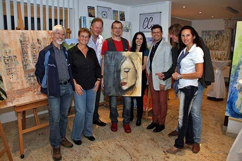 Dieter Poindl - Zum Abschluss des schönen Festes die Präsentation des Gemäldes für das Projekt Kunst gegen Gewalt - Gewalt gegen Frauen. Mit dabei auch mein Freund und Malerkollege Manfred Mykisek, welcher auch einer der 4 Aussteller aus dem Zyklus Eros ist.