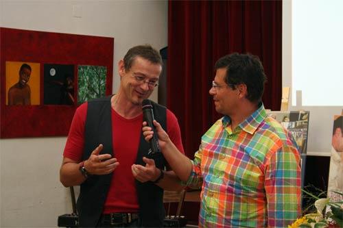 Der Eros Künstler Dieter Thomas Poindl bei der Eröffnung mit dem Hr. Bürgermeister Dr. Günter Trettenhahn